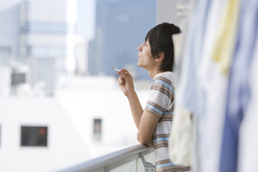 В британской колумбии запретят курение на балконах кондо? на.