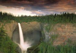 жемчужина Британской Колумбии, водопад Хелмкен