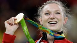 Розанна Макленнан завоевала второе золото для Канады! Отличные новости! Розанна Макленнан завоевала золото Олимпиады в прыжках на батуте.