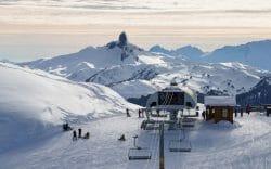 Знаменитый горный курорт в понедельник приобрела американская компания Vail Resorts за 1,4 миллиарда долларов. Представитель этой организации подтвердил, что они рассчитывают, что Уистлер будет включен в их Epic Pass program на зимний сезон 2017/18.