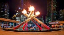 Сегодня вечером в Ванкувере на Jack Poole Plaza будут зажигать Олимпийский огонь, чтобы отпраздновать начало летних Олимпийских игр 2016 года в Рио-де-Жанейро.