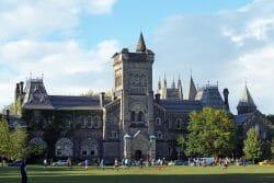 Университет Торонто, 26 университетов Канады попали в рейтинг лучших вузов 26 канадских университетов вошли в рейтинг лучших университетов мира по версии британского журнала Times Higher Education (THE).