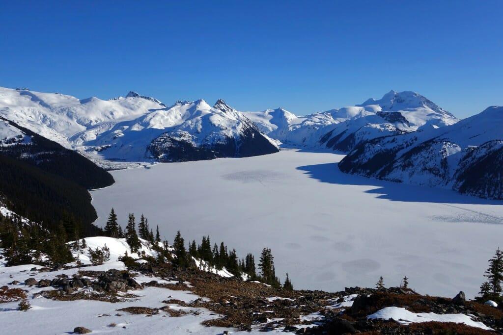 озеро Гарибальди зимой,зимний хайкинг,обязательно посетить в Британской Колумбии,посетите эти места в Канаде