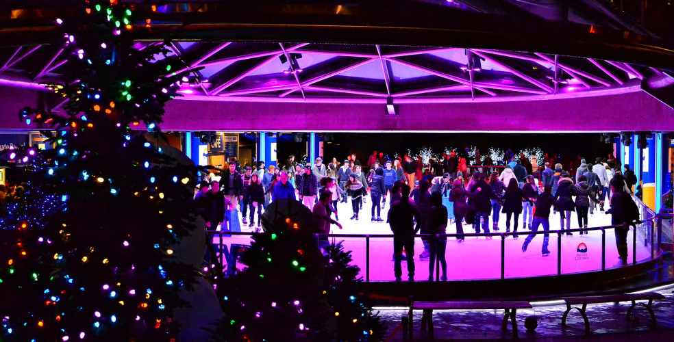 Британская Колумбия, каток в Ванкувере, площадь Робсон, Канада, новый год в Канаде
