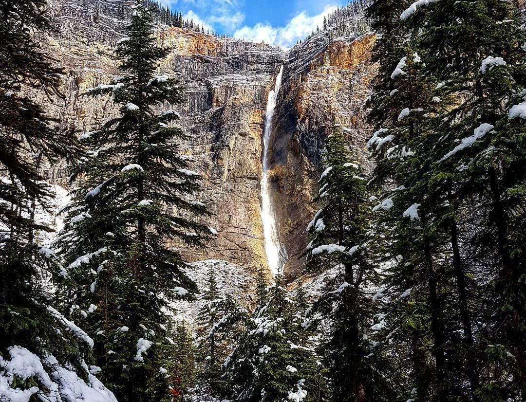 замерзший водопад, водопады Британской Колумбии, водопады в Канаде, нашВанкувер