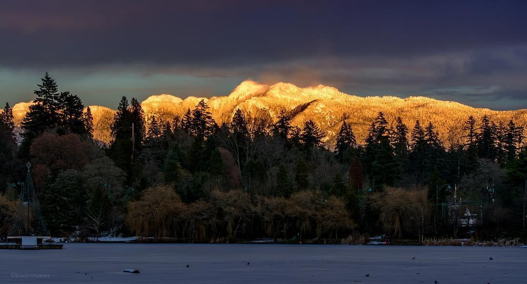невероятный закат. горы, Ванкувер, Канада, 2017 год
