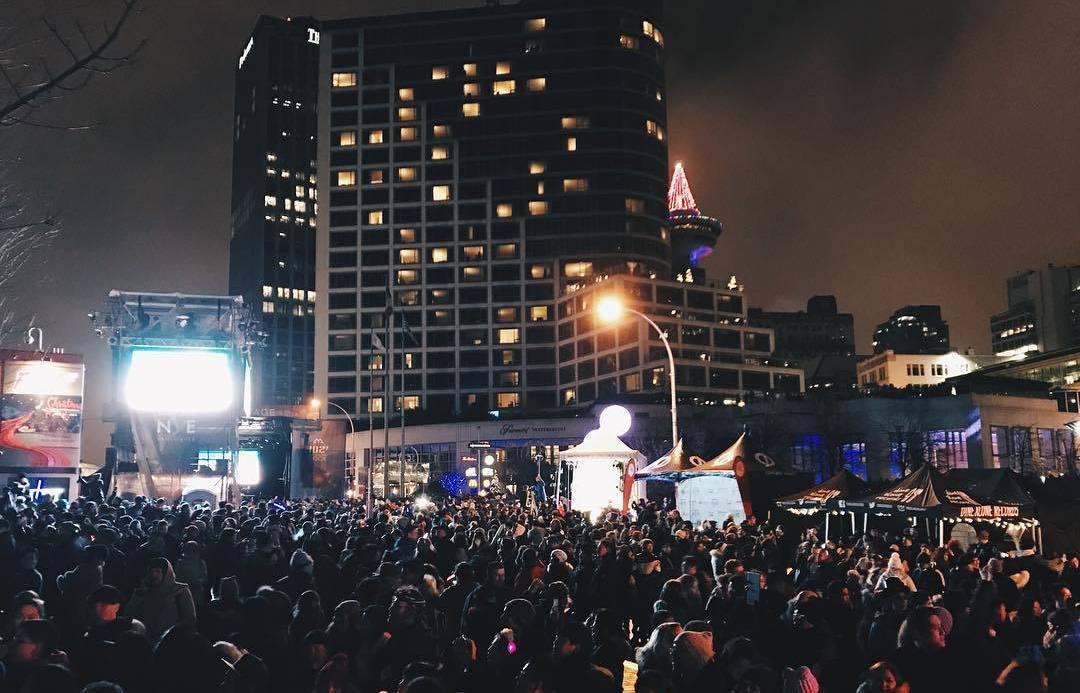 Ванкувер 2017, празднование, фейерверк на Новый год,Concord's New Year's Eve Vancouver celebrations