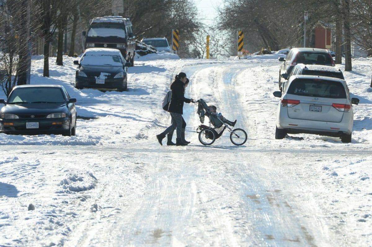 зима в Ванкувере, соль, дорога