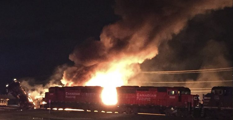 массивный пожар поезд